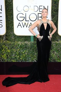Blake Lively.. Atelier Versace gown with pockets and Lorraine Schwartz jewels..... - Celebrity Fashion Trends