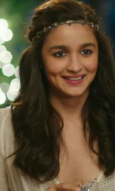 U are soo lazy u sleep in afternoon n even itna late tak 😡😡 Bollywood Girls, Bollywood Fashion, Bollywood Actress, Indian Celebrities, Bollywood Celebrities, Alia Bhatt Cute, Alia And Varun, Open Hairstyles, Beautiful Indian Actress