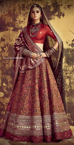 Sabyasachi lehengas feature breath-taking designs, traditional craftsmanship & an eye for extreme detailing. Check out this vast collection of Sabyasachi lehenga images. Indian Wedding Fashion, Indian Bridal Outfits, Indian Bridal Wear, Sabyasachi Lehenga Bridal, Indian Bridal Lehenga, Sabhyasachi Lehenga, Anarkali, Wedding Lehnga, Lehanga Bridal