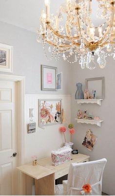 Shabby Chic Home Office Decor Chic Home Decor, Shabby Chic Office, Room Inspiration, Chic Bedroom, Shabby Chic Decor, Contemporary Living Room Design, Home Decor, Eclectic Home, Room Design