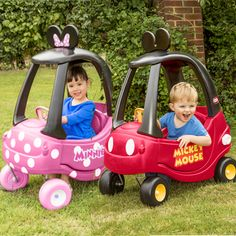After over 30 years, millions of coupes and many generations, Little Tikes is theming the Cozy Coupe® with two of the world's famous most famous cartoon mice: Mickey Mouse and Minnie Mouse.