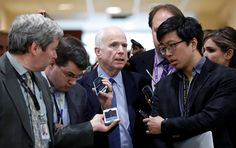 """Washington hat beim Raketenangriff auf die Luftwaffenbasis in Syrien schlechte Arbeit geleistet, denn der Schaden durch die Attacke ist zu gering. Dies hat der Republikaner John McCain der US-Führung vorgeworfen, berichtet das """"Time""""-Magazin."""