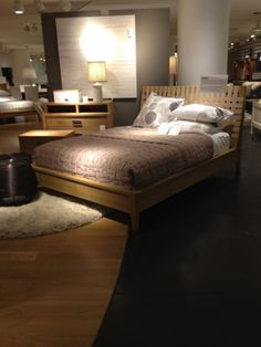 Crate  Barrel - New York - Homewares - Cook  Dine - Bedding - Furniture - Home Accessories - Visual Merchandising - Landscape - Lifestyle - Clear Retail - www.clearretailgroup.eu