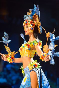 15 Most Elaborate National Costumes From the Miss Universe 2017 Pageant Pageant Makeup, Beauty Pageant, Carribean Carnival Costumes, Miss Universe National Costume, Fashion Show Themes, Fairytale Gown, Costumes Around The World, Burlesque Costumes, Creative Costumes