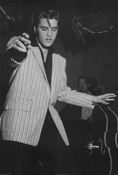 Rock and roll musician Elvis Presley rehearsing for his performance the Milton Berle Show on June 4 1956 in Burbank California Elvis Y Priscilla, Elvis Presley Young, Young Elvis, Elvis Presley Photos, Elvis Presley Wallpaper, Elvis Presley Posters, King Elvis Presley, Rock And Roll, Foo Fighters