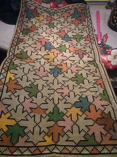 Palestinian Embroidery, Knitted Baby Clothes, Lassi, Bargello, Cross Stitching, Baby Knitting, Needlework, Bohemian Rug, Carpet
