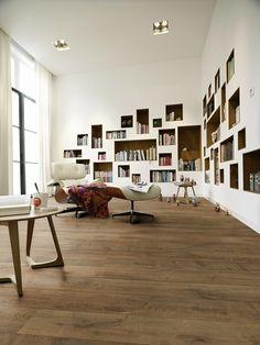 Laminat   Melango   LD 300   20   Eiche braun 6036   Holznachbildung — MEISTER Laminate flooring   Melango   Brown oak 6036   Wood effect – Arbeiten Bücher Regal Modern