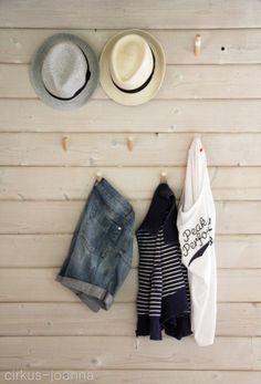 CIRKUS: DIY- coat hangers to our summer cottage