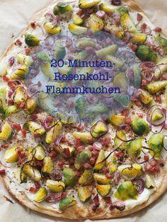Total einfaches Rezept für einen superschnellen Rosenkohl-Flammkuchen. Mjammjam! Das Rezept gibt's hier: sarahs-greenfield.blogspot.de