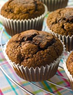 Chocolate Cherry Muffins -- chocolate's favorite fruit--aside from bananas, strawberries and raspberries--must be the cherry. Chocolate Low Carb, Chocolate Cherry, Chocolate Chocolate, Breakfast Bake, Breakfast Recipes, Dessert Recipes, Morning Breakfast, Cherry Muffins, Good Food