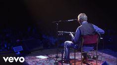 """Eric Clapton - Layla (Live) es un guitarrista, cantante y compositor de rock y blues británico, conocido por su magistral habilidad con la guitarra eléctrica, en concreto con su Stratocaster.2 Es conocido por el apodo de Slowhand (""""Mano lenta""""),1 desde su época en The Yardbirds y con el de God (""""Dios"""") en su época con Cream."""