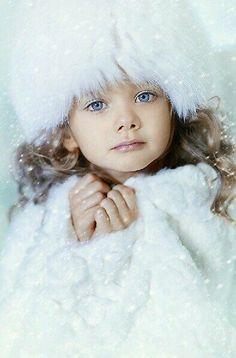 New beautiful children models portraits 20 ideas I Love Winter, Winter Wonder, Winter Time, Winter Season, Beautiful Children, Beautiful Babies, Beautiful Eyes, Beautiful Things, Kids Winter Hats