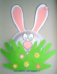 Questo simpatico  coniglietto  e questo tenero pulcino  che spuntano tra l' erba  sono stati realizzati con un  piatto di plastica  (piccolo... Kindergarden Art, Bunny Crafts, Easter Crafts For Kids, Toddler Crafts, Groundhog Day, Happy Easter, Easter Bunny, Classroom Crafts, Preschool Crafts