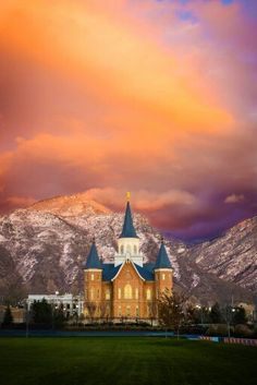 Provo City Center Temple. I love this one! It looks like a castle! <3