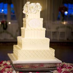 I usually don't like square cakes, but this one is beautiful!