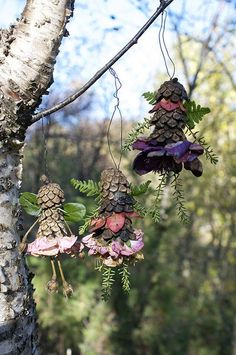 A great outdoor activity and craft: poetic and 100% natural pinecone creatures #outdoors #kidscrafts #naturaltoys