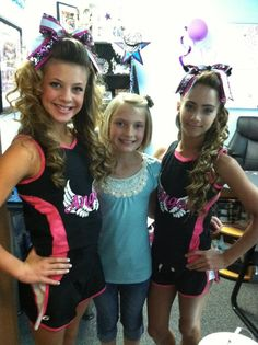 Superstars Bianca and Gabi in @GTM Sportswear practice gear and bows by @POWERBows! Looking good girls!