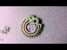 DIY - Soutache inserting beads between the strips Soutache Tutorial, Earring Tutorial, Shibori, Imitation Jewelry, Wood Earrings, Soutache Jewelry, Beaded Embroidery, Beading Patterns, Seed Beads