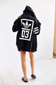 adidas Originals Trefoil Zip-Up Hooded Sweatshirt - Urban Outfitters. Big Hoodies for the win. Adidas Fashion, Sport Fashion, Fashion Kids, Look Fashion, Urban Fashion, Fashion Spring, Fashion Shoot, Daily Fashion, Fashion Trends