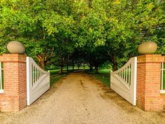 CURB APPEAL – another great example of beautiful design. Front Gate Ideas.