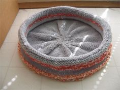 A Bed for Your Cat – free patterns to knit and crochet – Grandmother's Pattern Book