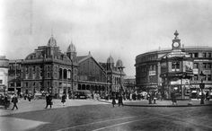 Nyugati Square (at that time known as Berlin Square) Budapest, Hungary Few blocks from me. Old Pictures, Old Photos, Vintage Photos, Zeppelin, Brunei, Vintage Photography, Historical Photos, World War Ii, Tao