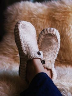 All Seasons Slippers -Knitting Pattern. All Seasons Slippers Knitting Pattern…talk about the perfect Christmas gift for the masses i know someone who could make these maybe if i send up some nice yarn? Knitting Socks, Knitting Needles, Loom Knitting, Free Knitting, Knitting Projects, Crochet Projects, Knitting Tutorials, Knitting Ideas, Knitting Patterns