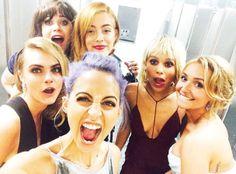 "La twitpic de Nicole Richie  @Nicole Vance : ""Wild for the night. Cara, Zooey, Riley, Zoe, Hayden & Nic #MetBall2014"" /"