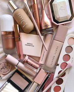 47 Pretty makeup palettes to love, beauty products, makeup things, daily makeup items, makeup essent Daily Makeup, Makeup Goals, Makeup Inspo, Makeup Inspiration, Beauty Make-up, Beauty Skin, Beauty Desk, Beauty Tips, Beauty Hacks