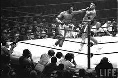 Soco de Joe Frazier que imputou em Muhammad Ali sua primeira derrota