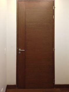 puerta de madera color nogal ingles