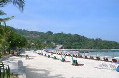 La Thaïlande, c'est aussi ses plages aux décors des cartes postales qui font d'elle l'une des destinations le plus prisé des voyageurs. Phuket et tant d'autres sont des excellents endroits pour faire le farniente, se relaxer, faire des activités aquatiques …  http://tanirikka-travels.com/tour/de-bangkok-a-la-fameuse-ile-de-phuket/