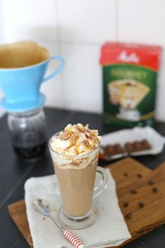 Koffie met salted caramel Starbucks Drinks, Starbucks Coffee, Iced Coffee, How To Make Drinks, Winter Drinks, Frappuccino, Apple Recipes, Smoothies, Caramel