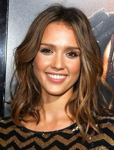 New Hair Balayage Short Jessica Alba 45 Ideas Oval Face Hairstyles, Trendy Hairstyles, Center Part Hairstyles, Female Hairstyles, Bob Hairstyle, Jessica Alba Haar, Jessica Alba Short Hair, Hair Day, New Hair
