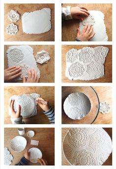 Bols en relief en argile séchée à l'air avec crochet, coquillages, pommes de pin, modelage , #argile #coquillages #crochet #modelage #pommes #relief #sechee