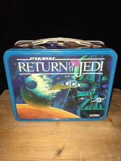 Vintage Star Wars Return Of The Jedi Metal Lunch Box With Thermos! Vintage Lunch Boxes, Cool Lunch Boxes, Metal Lunch Box, Beautiful Decoration, Decoration Piece, Lunch Box Thermos, Lunch Time, Yummy Treats, Retro Vintage