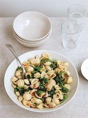 Orecchiette mit Brokkoli und Pinienkernen