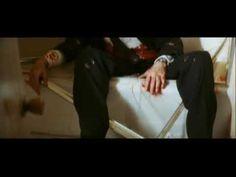 """Butch Coolidge (Bruce Willis) debe volver por el reloj de su padre a la casa que abandonó, a sabiendas de que lo buscan para matarlo. Encuentra la casa sospechosamente solitaria. Maldita tensión que me hizo sudar las manos. """"Pulp Fiction"""", Quentin Tarantino, 1994."""