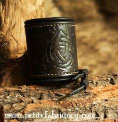 Bracelet de force celtique en cuir doublé. : Bracelet par petite-fabrique-yggdrasill
