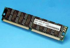 """TIPO 2   Fast Page (FPM): a veces llamada DRAM (o sólo """"RAM""""), puesto que evoluciona directamente de ella, y se usa desde hace tanto que pocas veces se las diferencia. Algo más rápida, tanto por su estructura (el modo de Página Rápida) como por ser de 70 ó 60 ns. Usada hasta con los primeros Pentium, físicamente aparece como SIMMs de 30 ó 72 contactos (los de 72 en los Pentium y algunos 486)."""