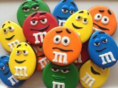 M & M Character Cookies by SugaredHeartsBakery. Uses round an egg shaped cutters. Cookies For Kids, Fancy Cookies, Iced Cookies, Cute Cookies, Easter Cookies, Birthday Cookies, Yummy Cookies, Cookies Et Biscuits, Cupcake Cookies