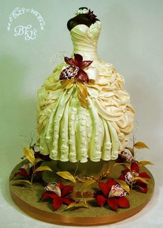 ~ The Brides Dress ~ all cake and all edible. One of my favorites! Gorgeous Cakes, Pretty Cakes, Cute Cakes, Amazing Cakes, Unique Cakes, Creative Cakes, Manequin, Fantasy Cake, Wedding Dress Cake
