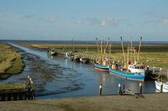 Noordpolderzijl, getijdehaven met garnalenkotters - provincie Groningen