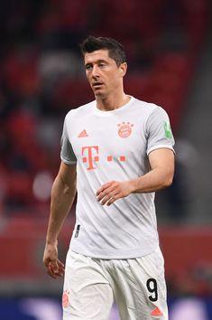 Best Football Players, Nike Football, Bayern Munich Wallpapers, Fc Bayern Munich, Robert Lewandowski, Hot Guys, Soccer, Mens Tops, Twilight