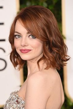 From Nicole Kidman's strawberry blonde to Christina Hendricks' burnt orange, there's more than enough celebrities with red hair inspiration to go around. 2015 Hairstyles, Hairstyles For Round Faces, Trendy Hairstyles, Medium Hair Cuts, Medium Hair Styles, Curly Hair Styles, Haircut Styles For Women, Short Hair Cuts For Women, Thin Hair Haircuts
