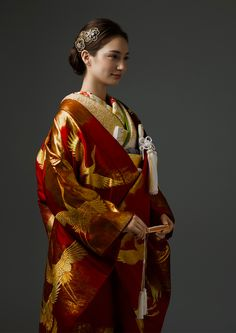 着物 | Kimono | オーセンティック銀座 - ウェディングドレスレンタル Japanese Wedding Kimono, Japanese Kimono, Japanese Fashion, Traditional Kimono, Traditional Dresses, Anime Kimono, Kimono Design, L5r, Fantasy Dress