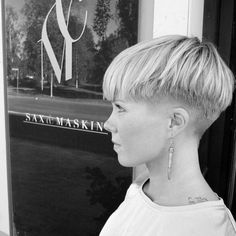 Undercut Pixie Frisyr för Badass Woman – The World Pixie Hairstyles, Cool Hairstyles, Wedge Hairstyles, Pixie Haircuts, Pixie Cut With Undercut, Short Undercut, Undercut Pompadour, Disconnected Undercut, Nape Undercut