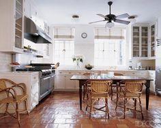 New kitchen floor tile terracotta white cabinets Ideas Kitchen Fixtures, Kitchen Tiles, New Kitchen, Kitchen Dining, Basic Kitchen, Mexican Tile Kitchen, Spanish Kitchen, Best Kitchen Flooring, Quirky Kitchen