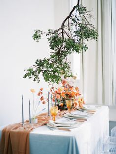 modern fall autumnal tablescape hanging floral installation | Photography: Jeremy Chou