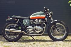 Triumph Bonneville T100 - from Bike Exif...  Love the paintscheme - looks awesome...